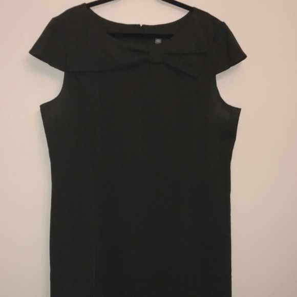 VOIR VOIR Black Dress with Bow and Cap Sleeves